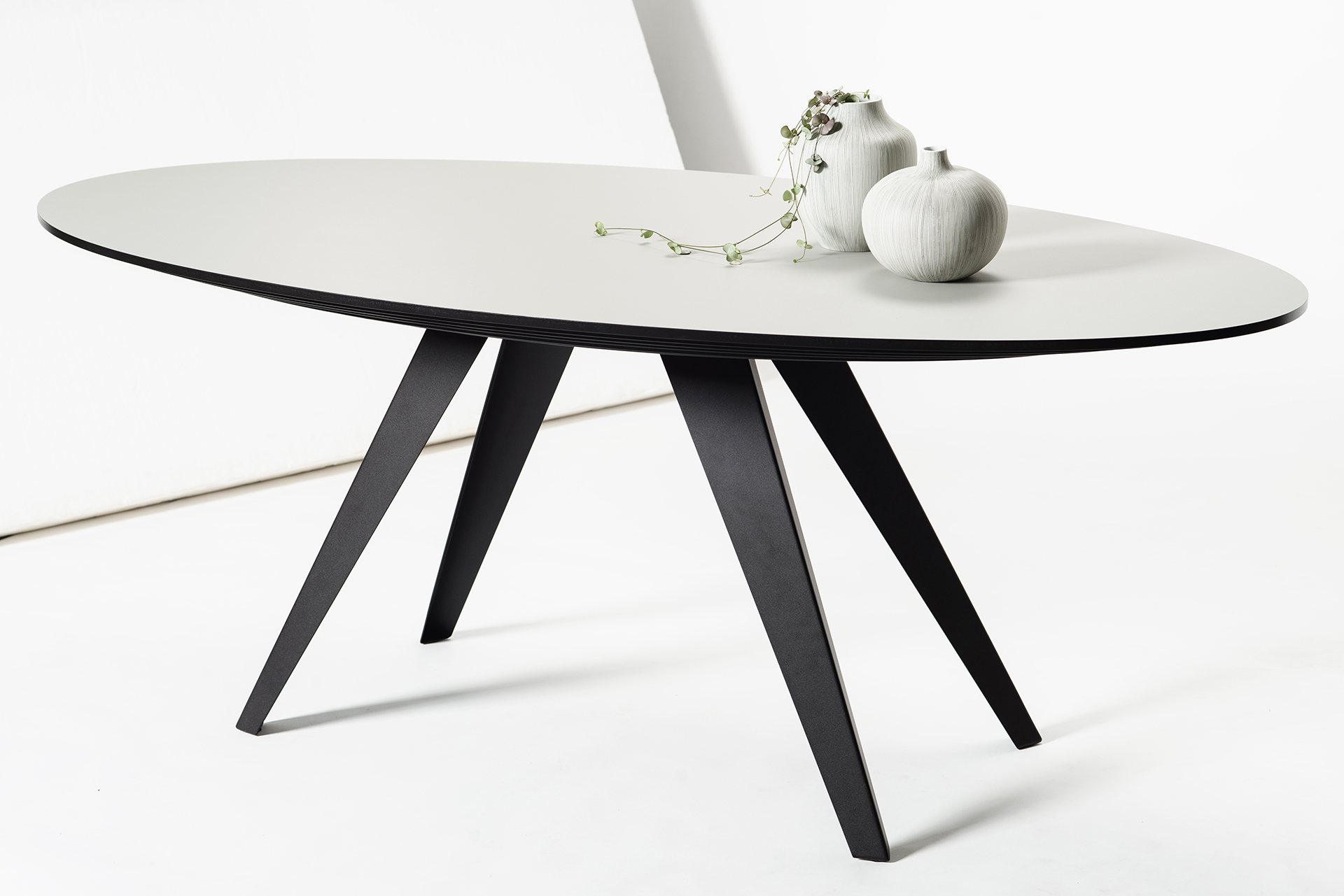 Ovale design eettafel belly l kees marcelis l odesi your dutch