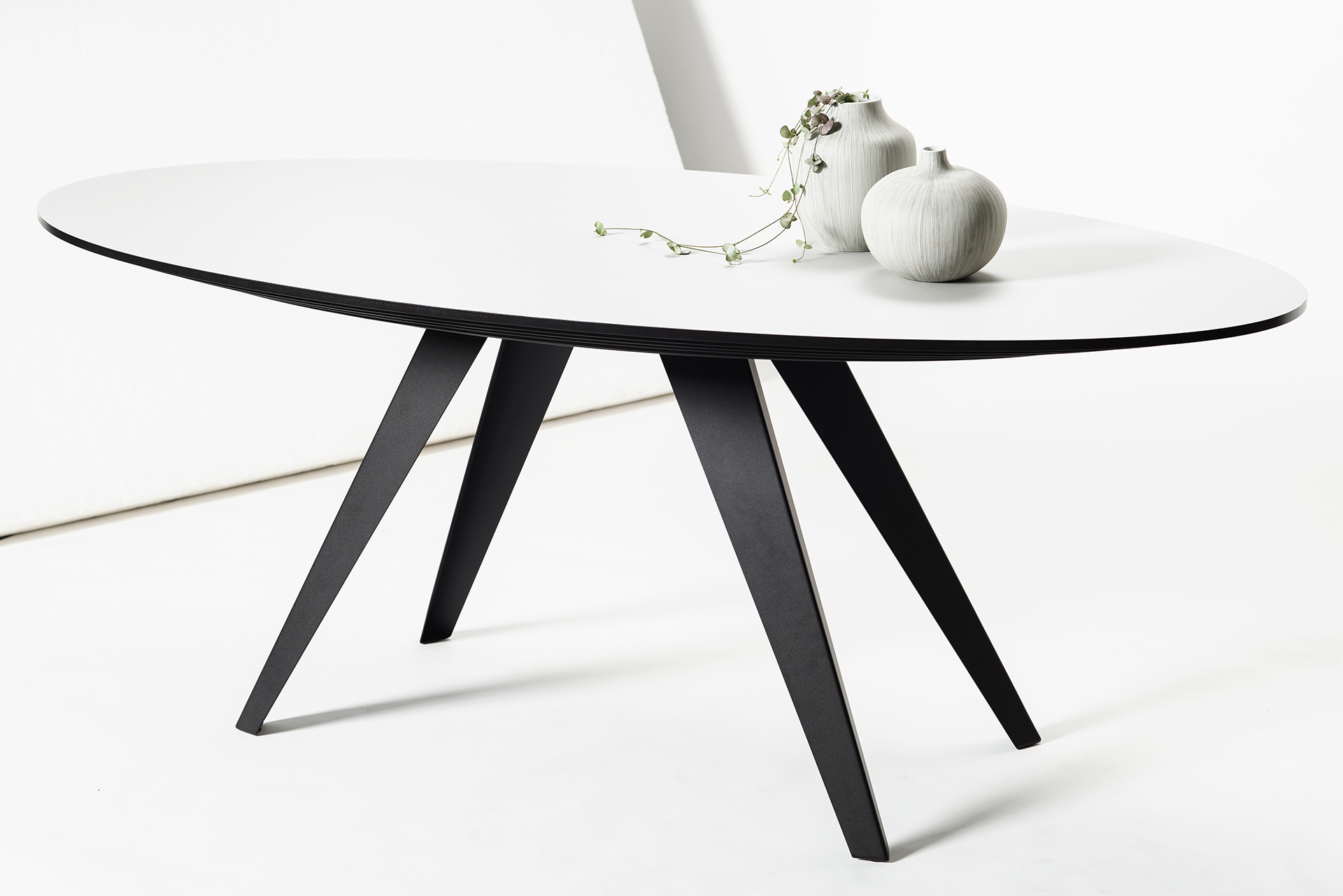 Eetkamer Tafel Wit Ovaal.Ovale Design Eettafel Belly L Kees Marcelis L Odesi Your Dutch Design