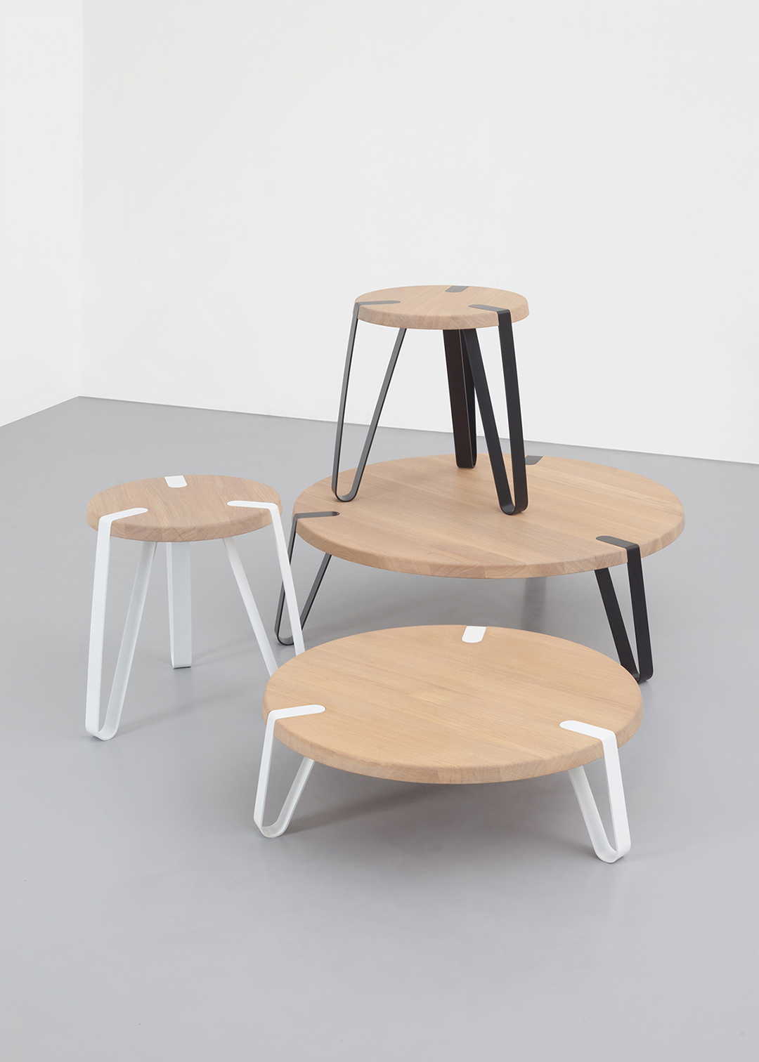 Salontafel Set Rond Wit.Level Rond Design Salontafel L Erik Remmers L Odesi Your Dutch Design