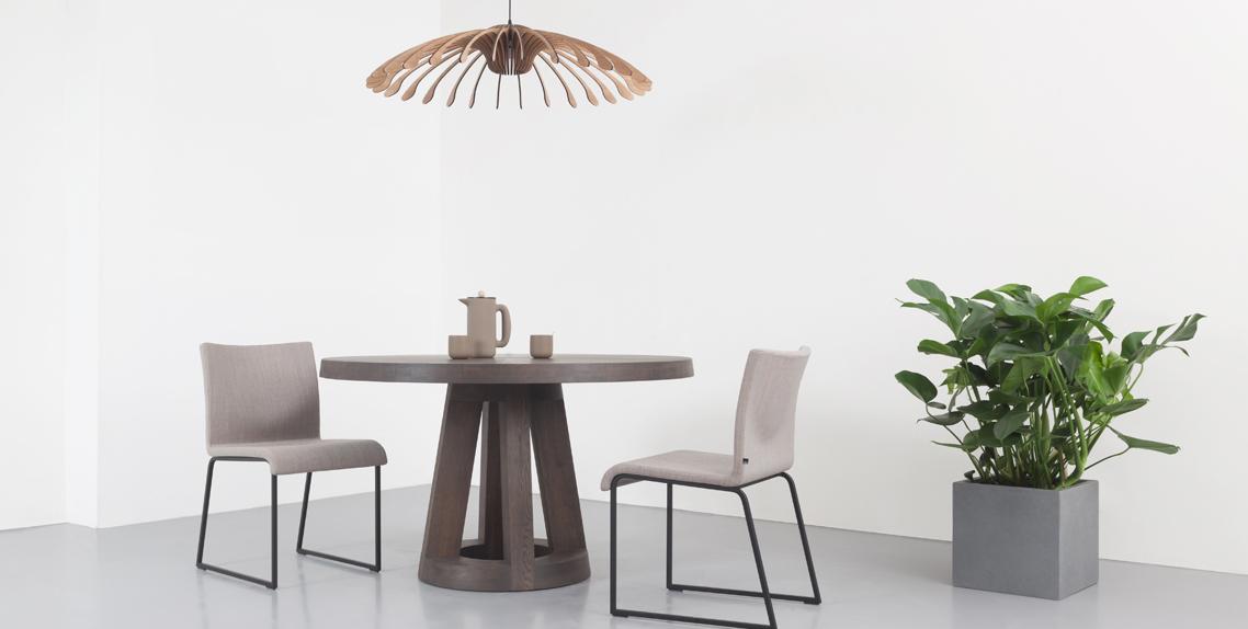 Eettafel rond hout